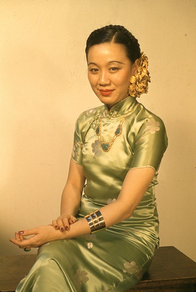 Photo of Li Ling-Ai in jade green cheongsam circa 1941