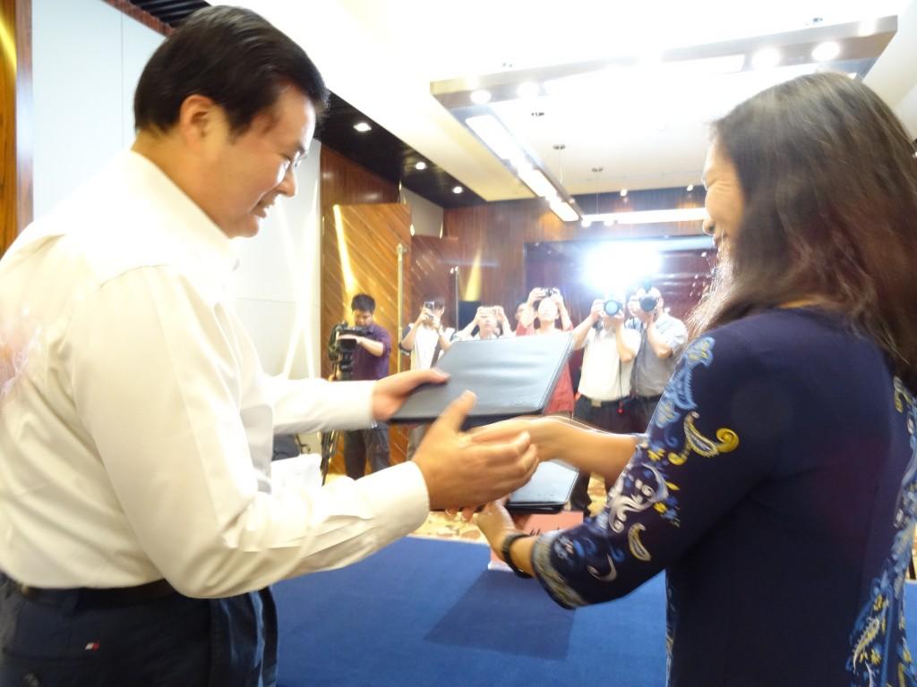 Zhou Yong and Robin Lung