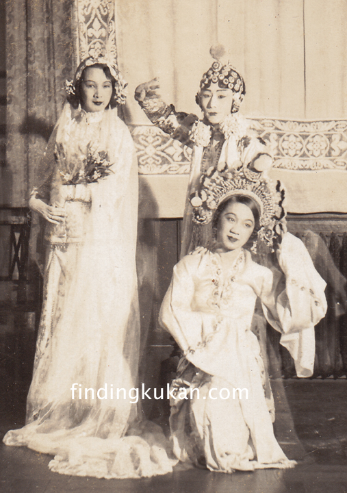 Li Ling-Ai with Chinese dancers